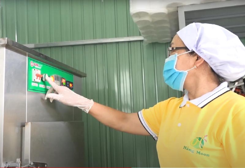 áy sấy lạnh SUNSAY - Máy sấy 100% INOX 304 đảm bảo vấn đề vệ sinh tuyệt đối.