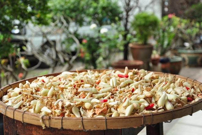 Phơi rau củ bằng phương pháp truyền thống